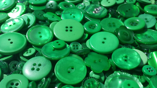 100 True Green Buttons